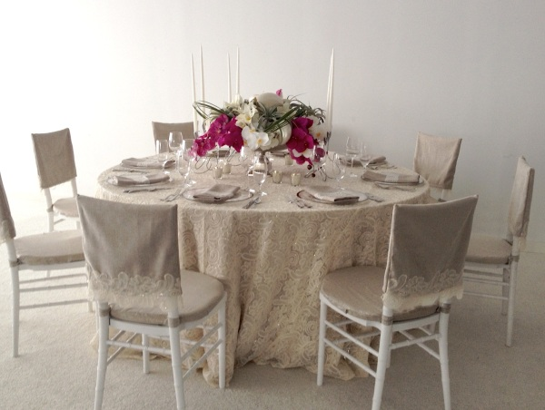 The table scape is all about texture and neutrals